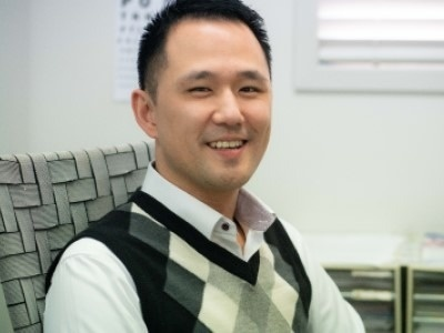 Dr John Yi a doctor at Kenmore Family Medical Practice